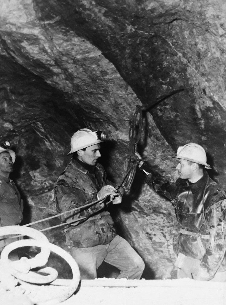 Miniera di Cave, con il collega Asquini sul filone mineralizzato di blenda