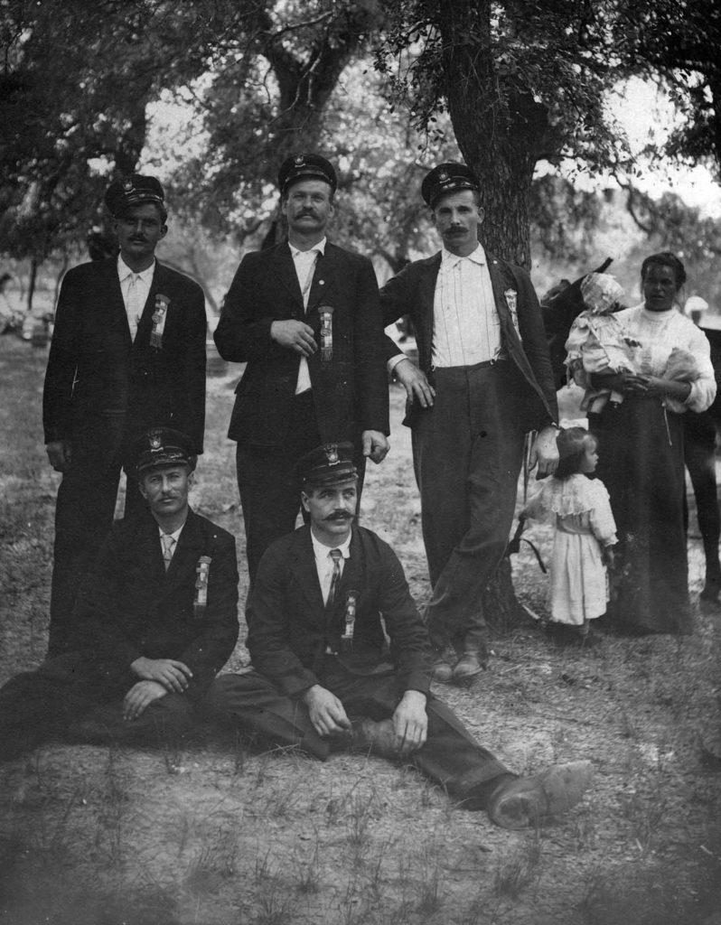Thurber, 1916. Attilio De Marco è quello seduto a sinistra