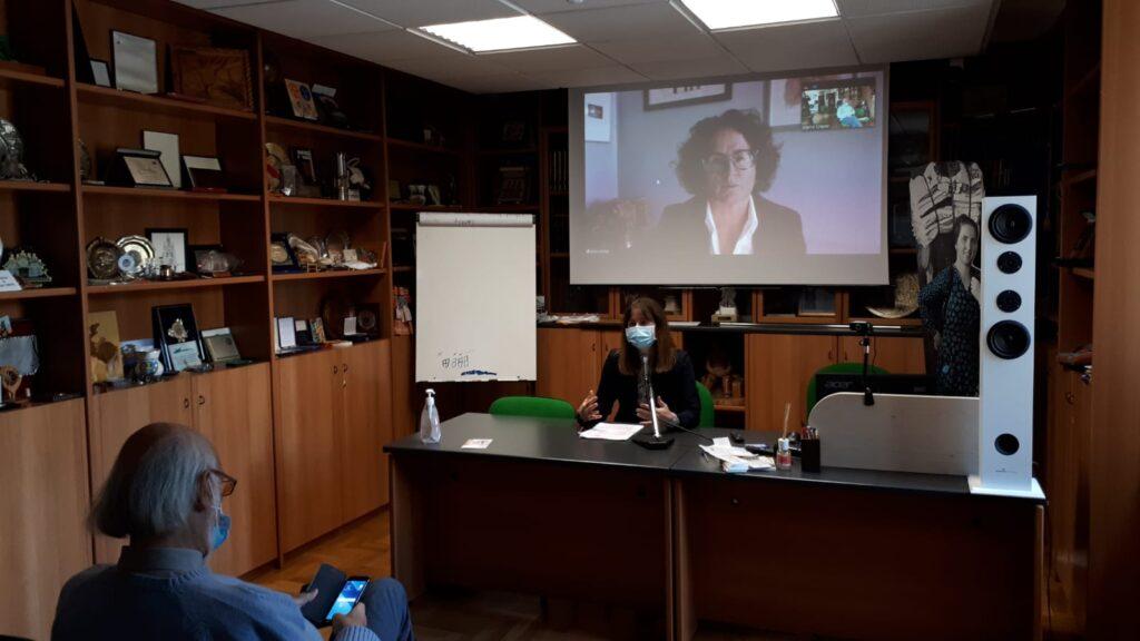 In primo piano Patrizia Burigo, vice presidente Abm e, sullo sfondo in video conferenza, il consigliere Abm Luisa Carniel