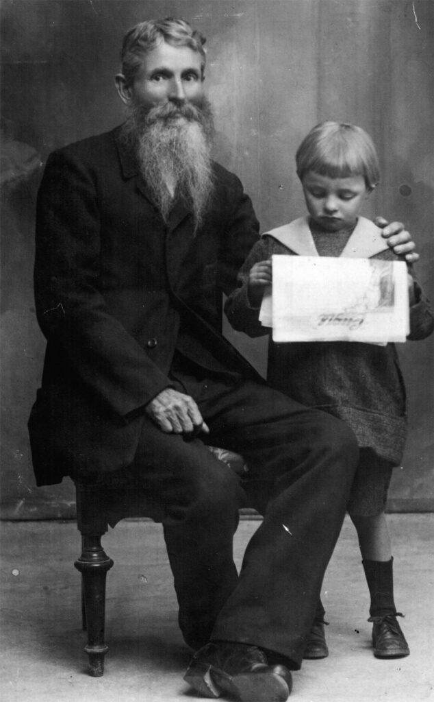 Anni 1920 - Giovanni Giuseppe De Toffol con il nipote Giuseppe Orzes